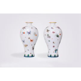 A Pair of Guangcai Porcelain 'Flower Ball and Butterfly' Vases